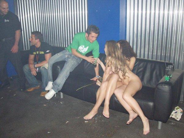 diskoteka-i-golie-devki