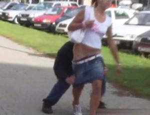 Сдёрнул юбку на улице
