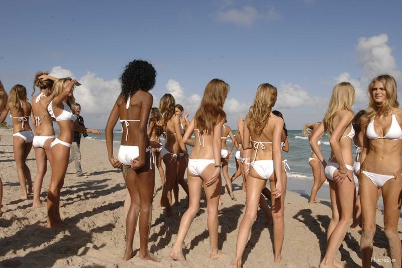Фото голых девушек в ряд так