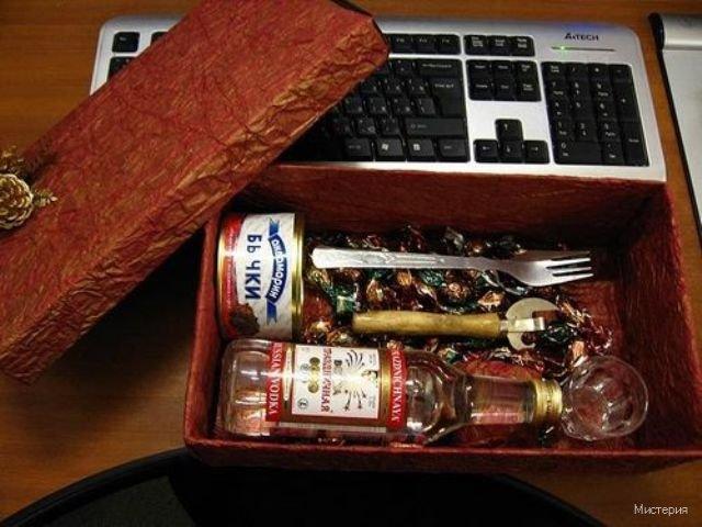 Прикольный подарок для друга на день рождения