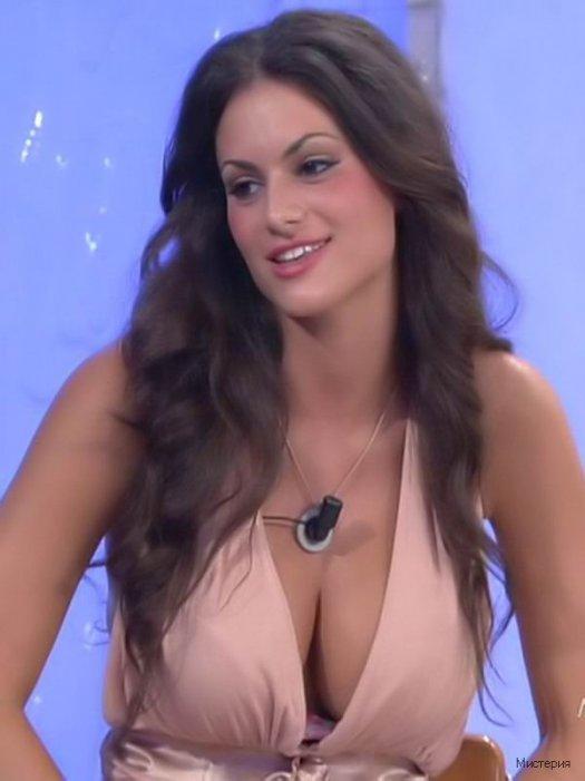 Самая сексуальная участница итальянского дома 2
