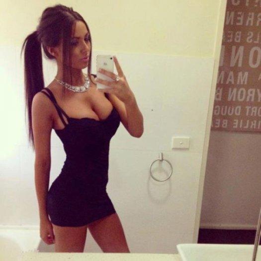 Русские ебутся картинки девушек в облегающих платьях разъебанные пизды лаура