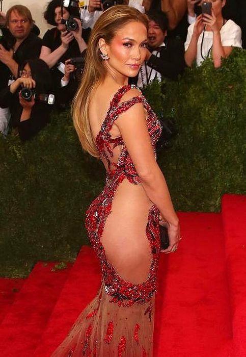 Фото звезды в сексуальных платьях